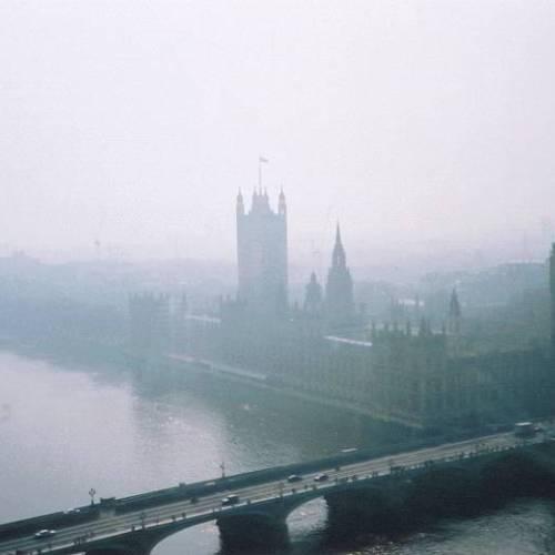 Panorámica nublada del Parlamento de Londres