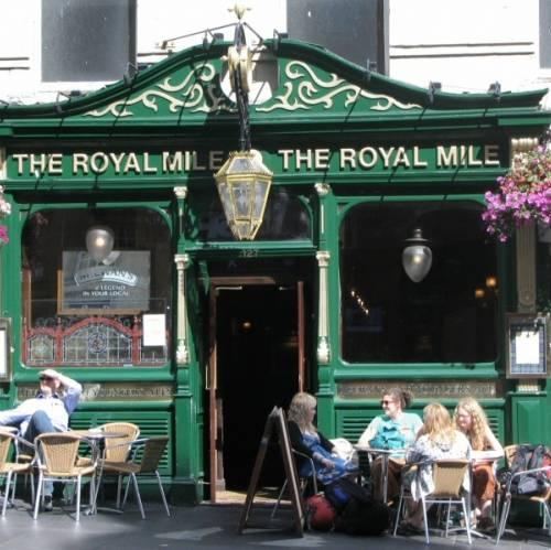 Terraza de un bar en Edimburgo