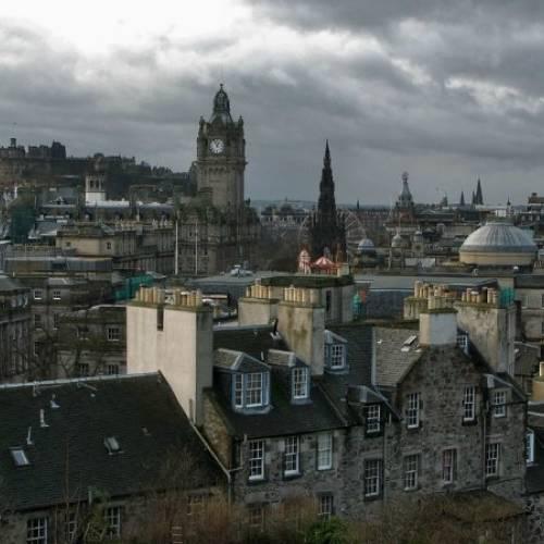 Panorámica de Edimburgo nublado