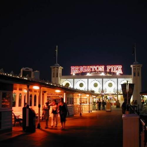 Muelle de Brighton por la noche