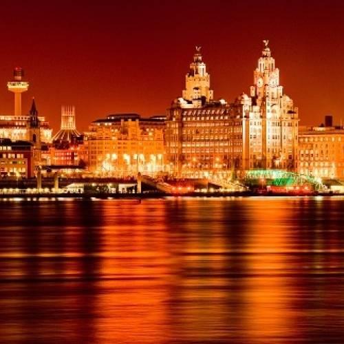 Panorámica nocturna de Liverpool