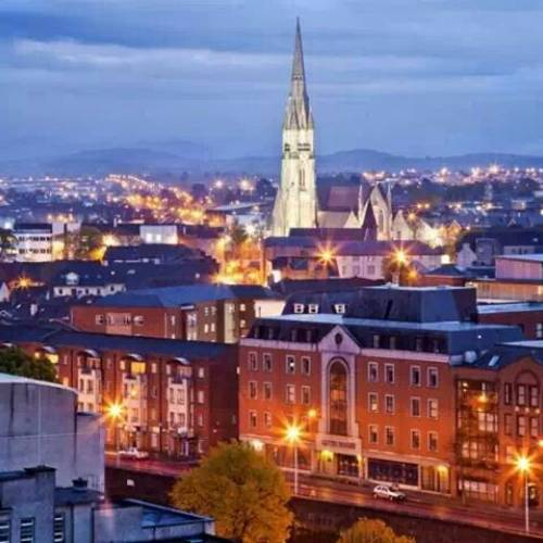 Panorámica nocturna de Cork