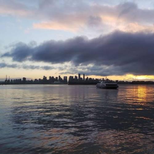 El SeaBus de Vancouver en el mar