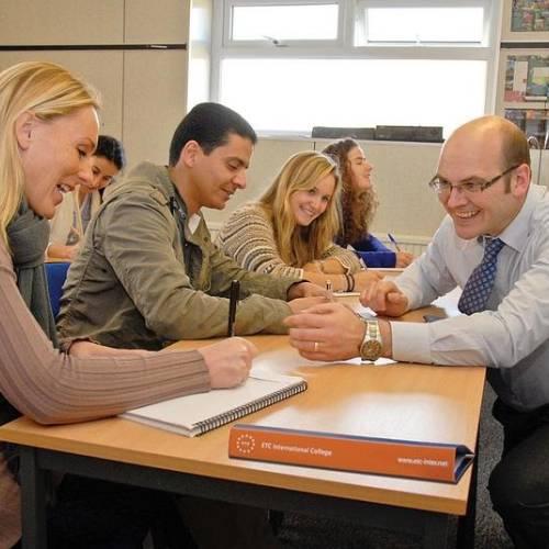 Cursos de inglés para adultos en Bournemouth