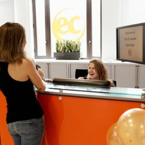 Recepción de la escuela EC en Londres