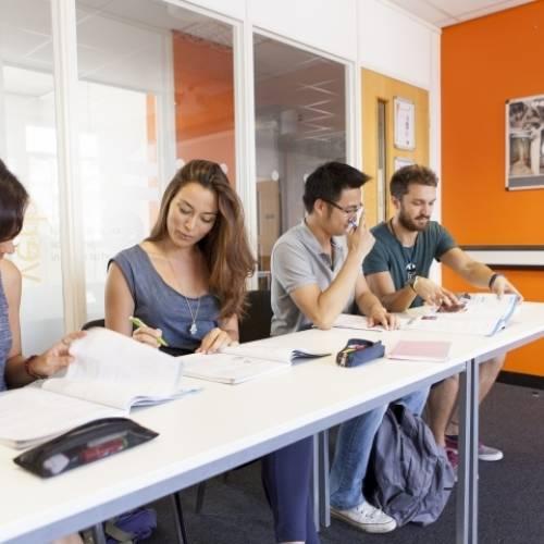 Clases de inglés con estudiantes internacionales