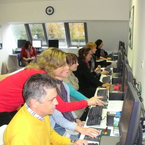 Sala de ordenadores con acceso Internet