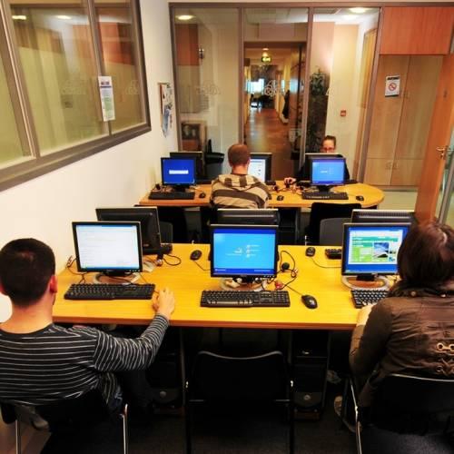 Sala multimedia con acceso Internet
