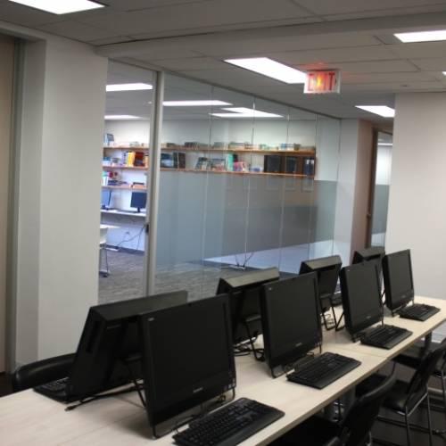 Sala multimedia con Internet