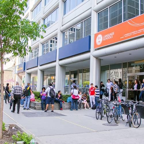 La escuela está en el centro de Toronto