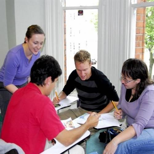Clases de inglés dinámicas y participativas