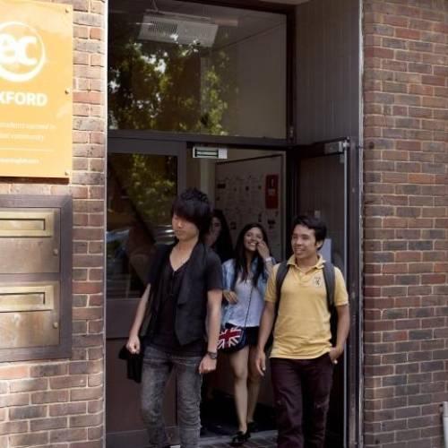 Grupo de estudiantes de EC English en Oxford, Inglaterra