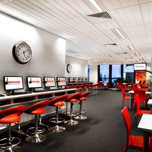 Sala multimedia con acceso a Internet