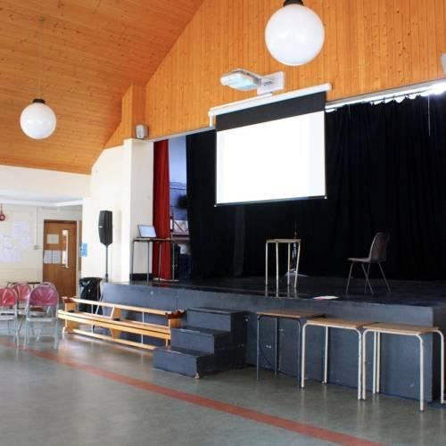 Salón multifuncional del colegio Bray