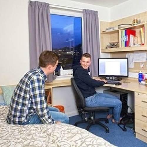 El alojamiento puede ser en familia o residencia